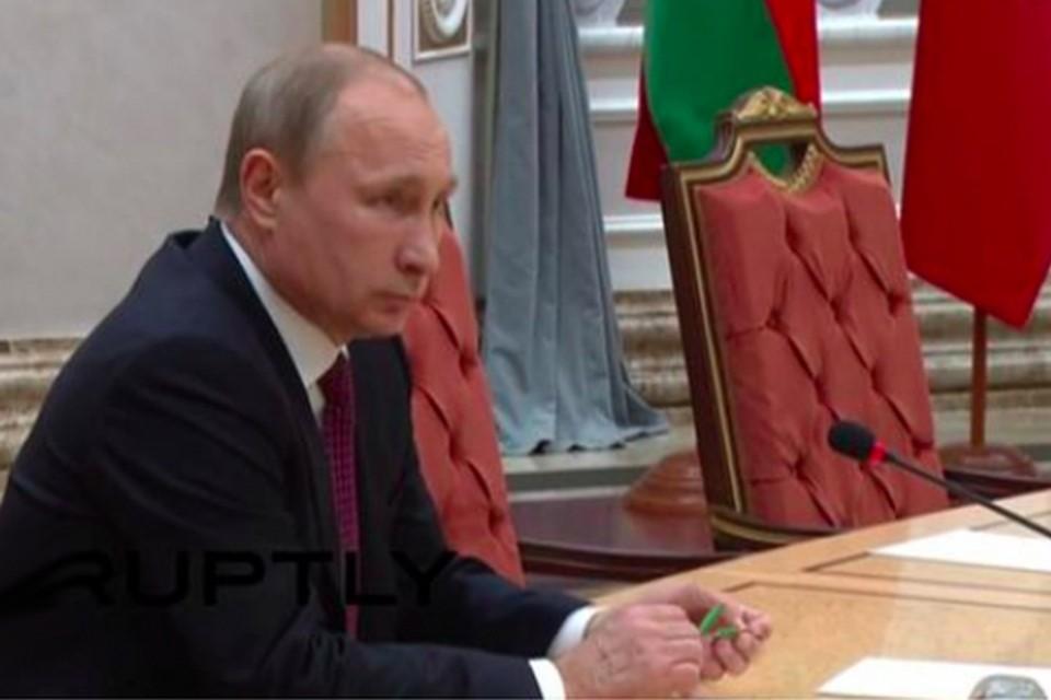 """Путин сломал карандаш на встрече """"нормандской четверки"""" в Минске. Фото: YouTube"""