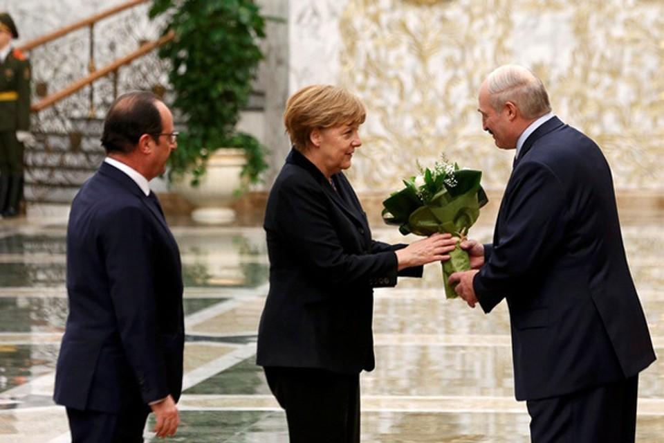 Лукашенко с канцлером Меркель и президентом Олландом. Фото: REUTERS