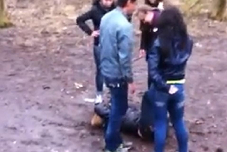 Девочки гуляли в лесу и нарвались на жостко порево фото 361-62