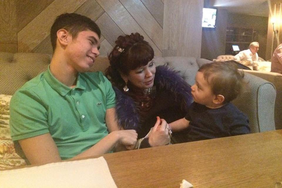 Любовницы Немцова организовали встречу внебрачных детей политика