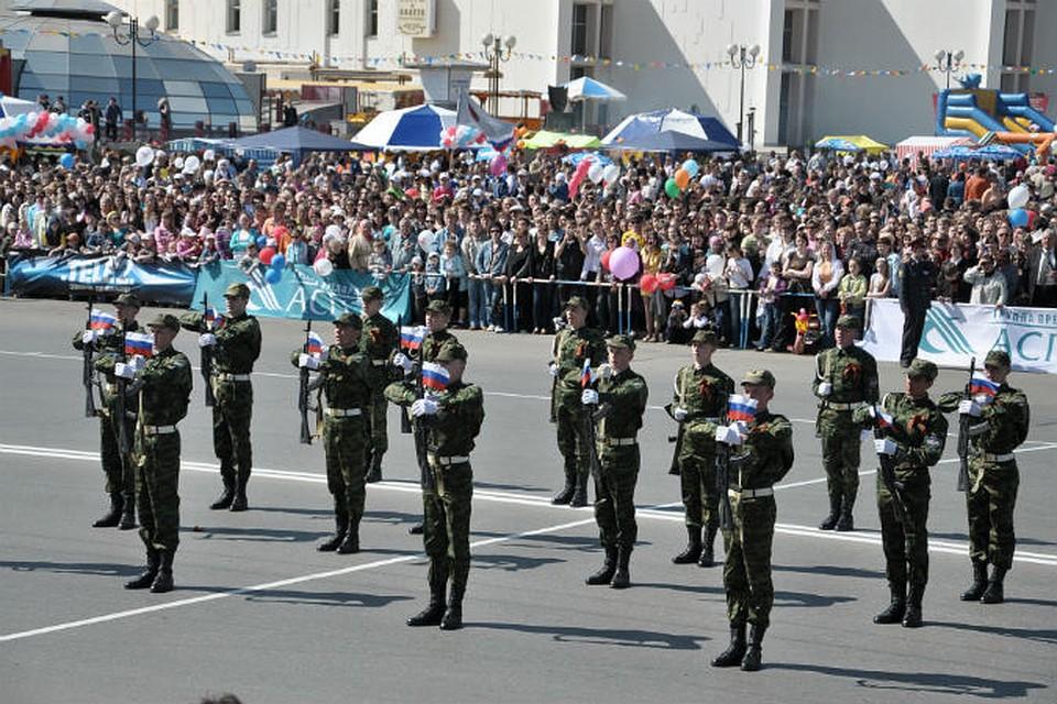 девушку парад победы в ижевске фото видно