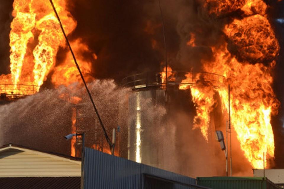 Возбуждено уголовное дело в связи с пожаром на нефтебазе под Киевом ФОТО: ГУЧС Украины