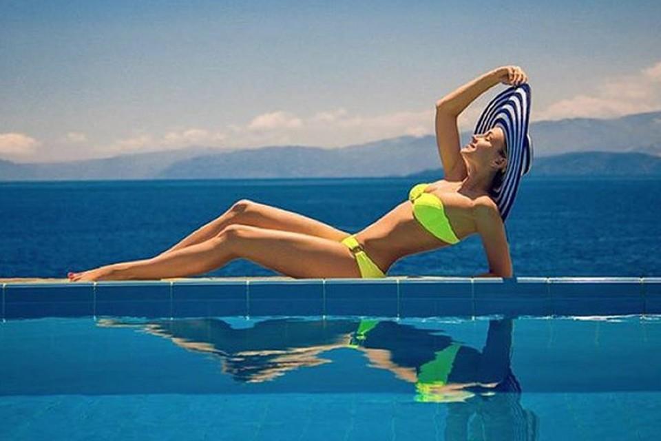 Полина Гагарина набрала лишний вес на каникулах в Греции