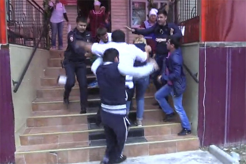 "Съемочную группу программы «Ревизорро» избили в Салехарде. Фото: кадр из видео съемочной группы ""Ревизорро""."