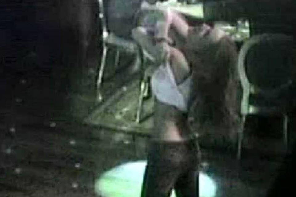 Подростки развлекаются в клубе видео