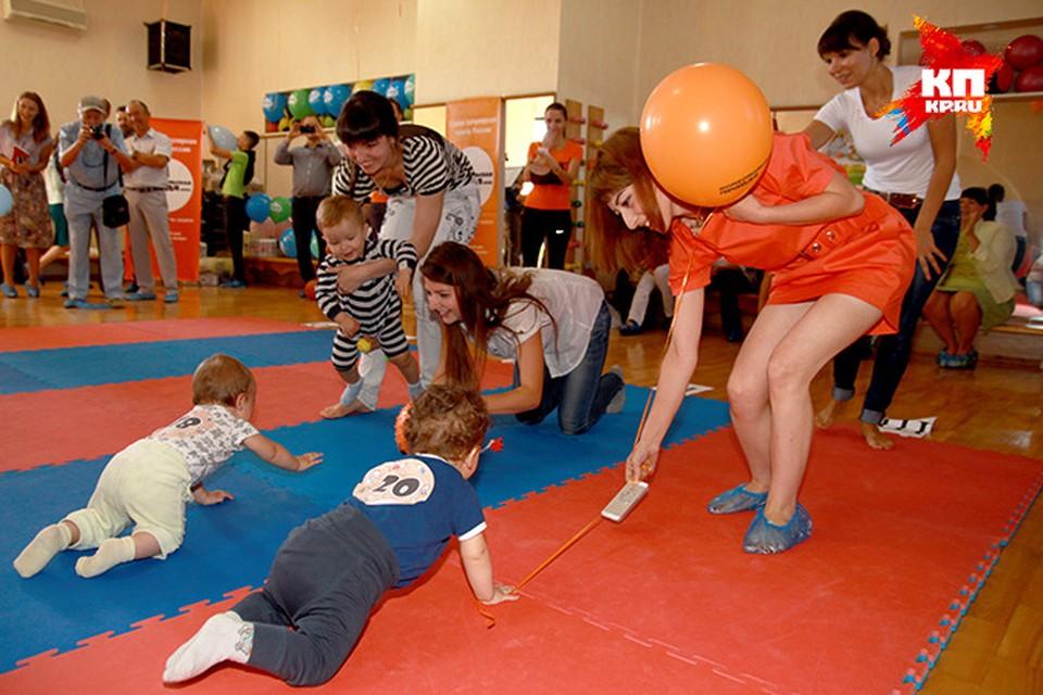 В Симферополе прошел уникальный детский чемпионат по забегам в ползунках. Фото: Максим ГОЛОВАНЬ