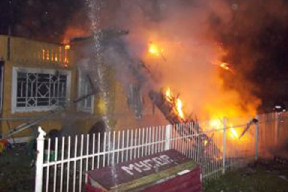 В Полоцке кот разбудил хозяев, когда в доме начался пожар. Фото: МЧС.
