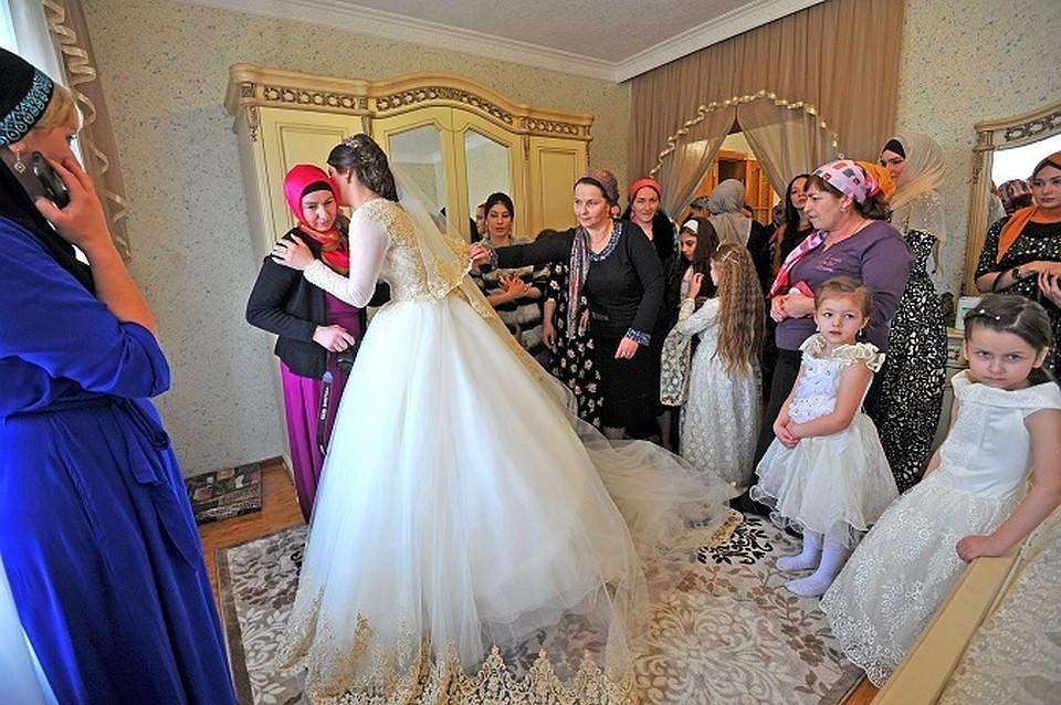 невесту имеют все подряд на свадьбе