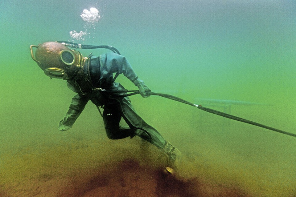 450 - это глубина в метрах, на которой теперь наши военные моряки могут спасать попавших в беду товарищей.