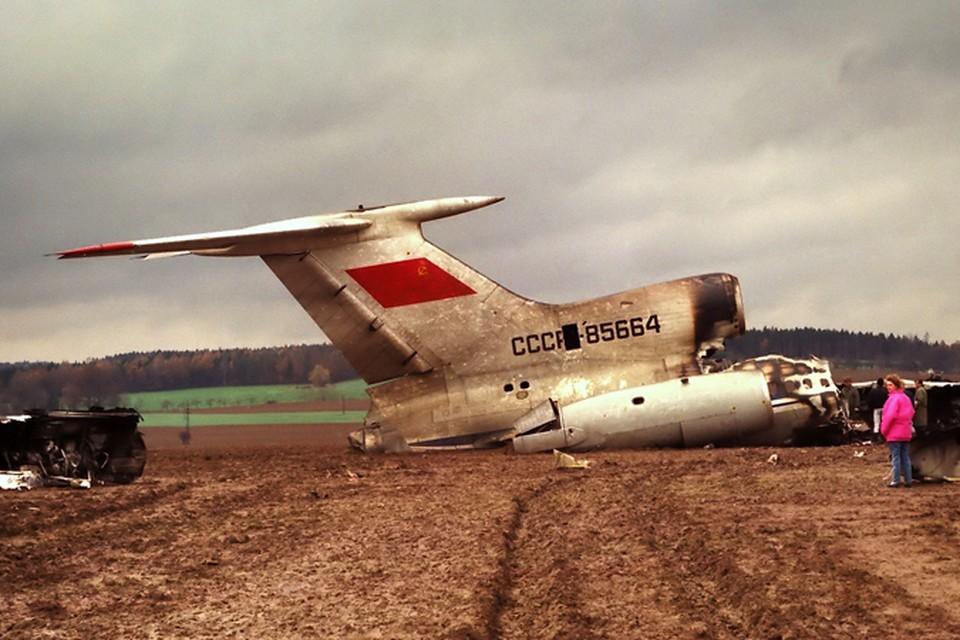 17 ноября 1990 г из швейцарского Базеля в Москву вылетел Ту-154 с 17 тоннами американских сигарет. Бортовой номер 85664. На высоте 10 тысяч метров начался пожар на борту