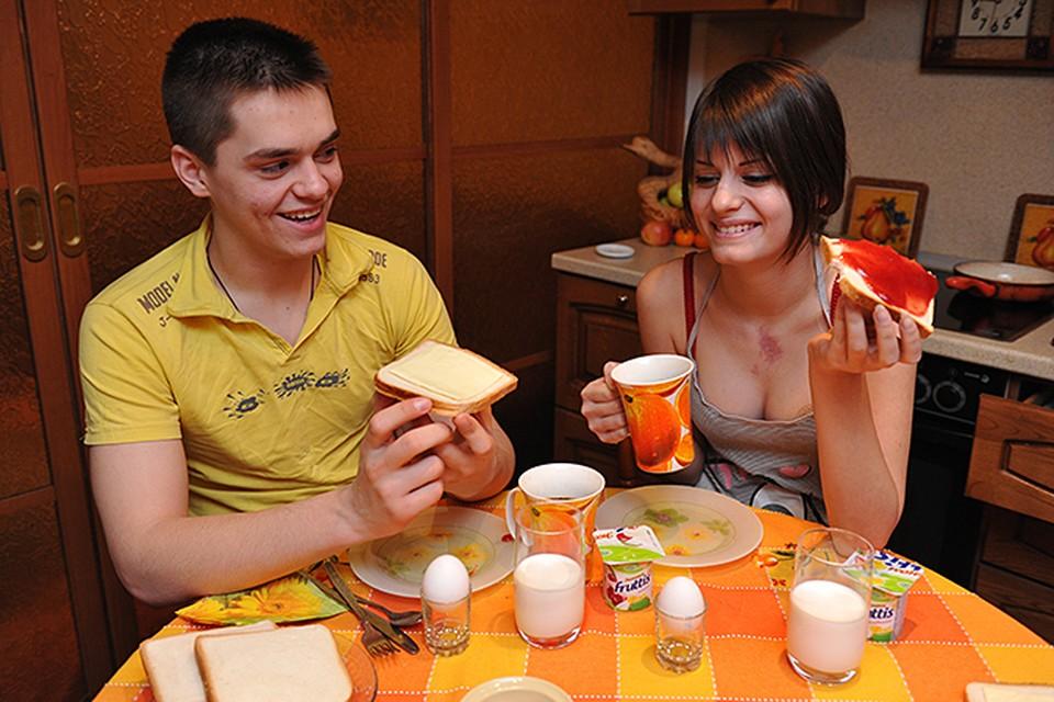 У нас привыкли говорить: завтрак съешь сам, обед раздели с другом, ужин отдай врагу. Но это абсолютный бред!