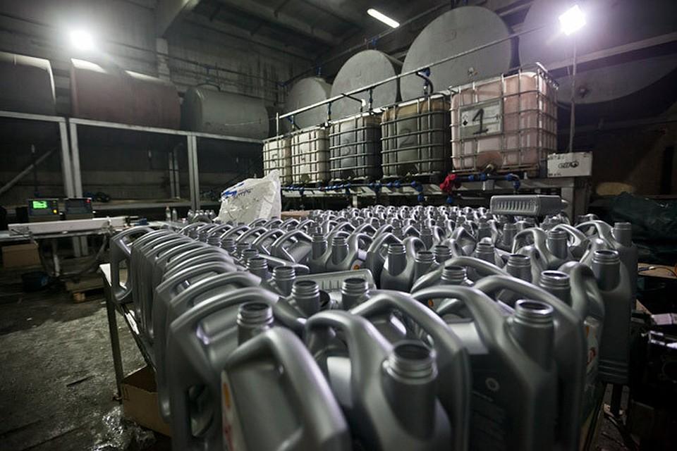 875151473fef В Подмосковье накрыли 4 подпольных цеха, где подделывали моторные масла  известных марок