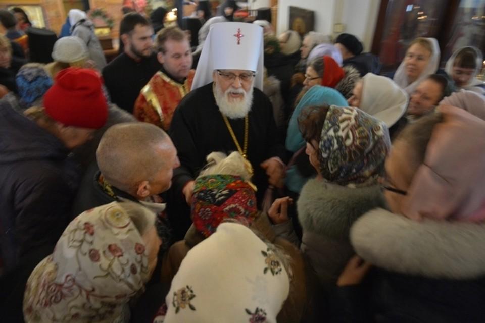 Каждый день Владыки Виктора начинается с молитвы, службы и общения с паствой. Фото: пресс-служба Тверской епархии