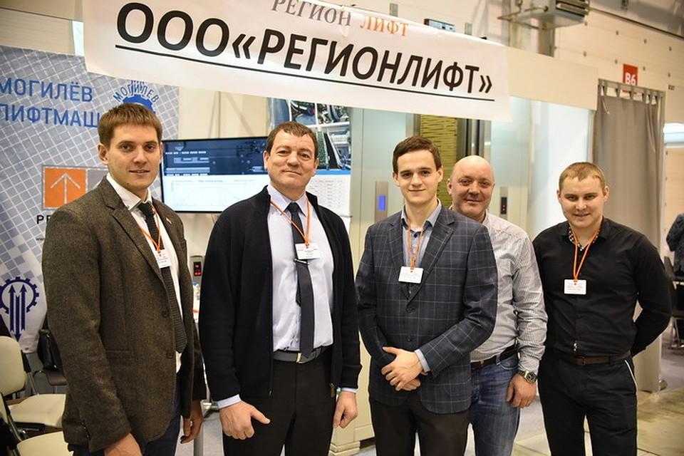Сотрудники компании «РегионЛифт» на выставке SibBuild-2016.