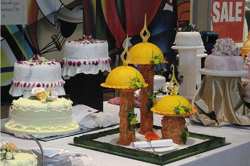 Десерты-шедевры соблазняют гостей Дубайского гастрономического фестиваля.