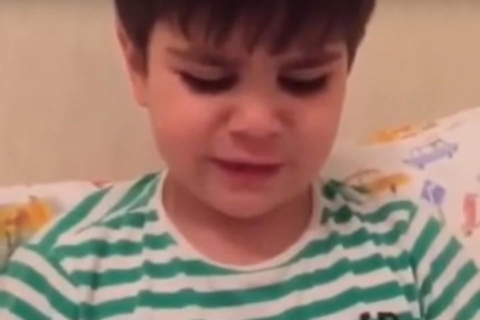 Чеченский мальчик заплакал, узнав, что Рамзан Кадыров может уйти со своего поста. Фото: Youtube.