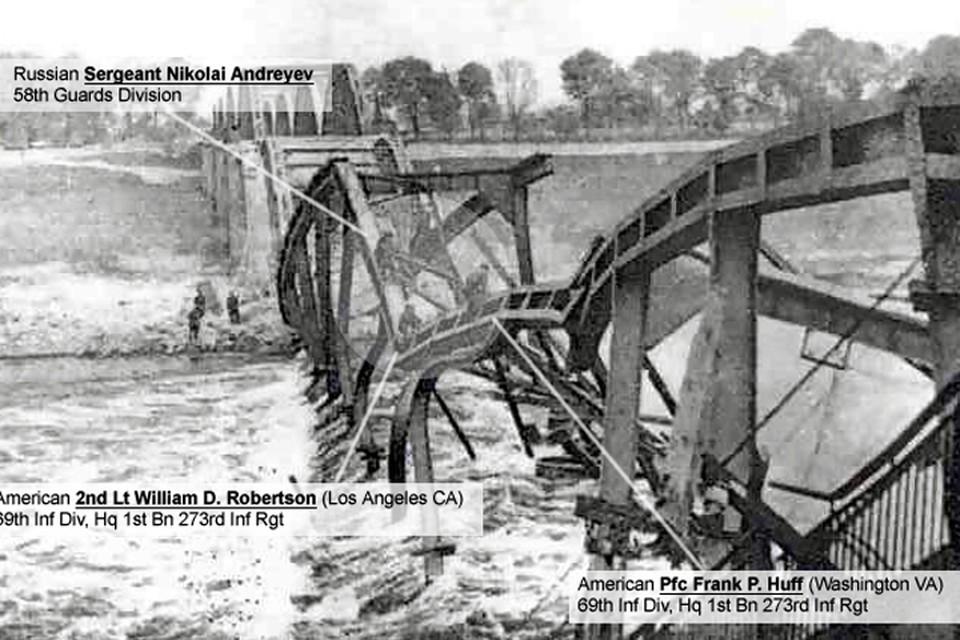Мост через Эльбу в Торгау. Младший лейтенант Уильям Д. Робертсон и рядовой первого ранга Франк Хаф, 69-ой пехотной дивизии, и сержант Николай Андреев, 58-ой гвардейской дивизии пробираются навстречу друг друг