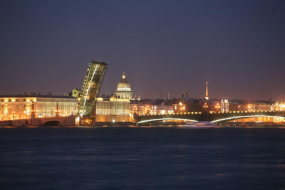 Троицкий мост станет главным элементом светового шоу.