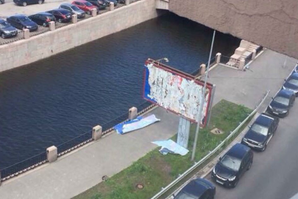"""Так выглядел уничтоженный билборд """"Партии Роста"""""""