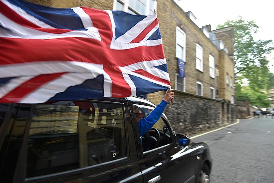 Сторонники выхода Британии из ЕС празднуют победу.