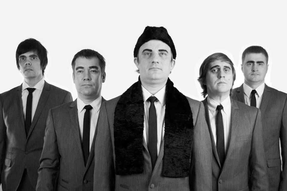 Брови а-ля Брежнев, шапки-пирожки, песни про «индейцев-ковбойцев» от группы «Громыка»: ностальгия по Советам или стеб?