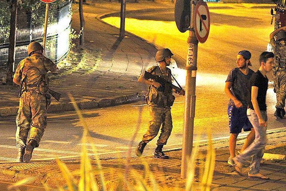 В Анкаре и Стамбуле происходит попытка военного переворота