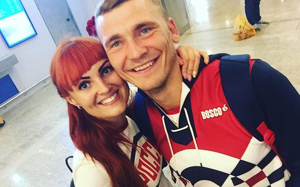 Первой поздравила спортсмена с медалью его жена Наташа по телефону