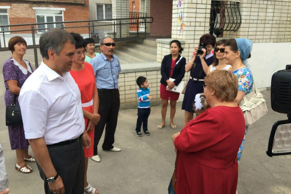 Вячеслав Володин посетил линейку в алгайской школе