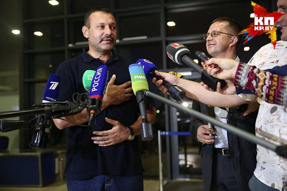 Андрей Фомочкин рассказал, как пронес российский флаг на церемонию открытия.