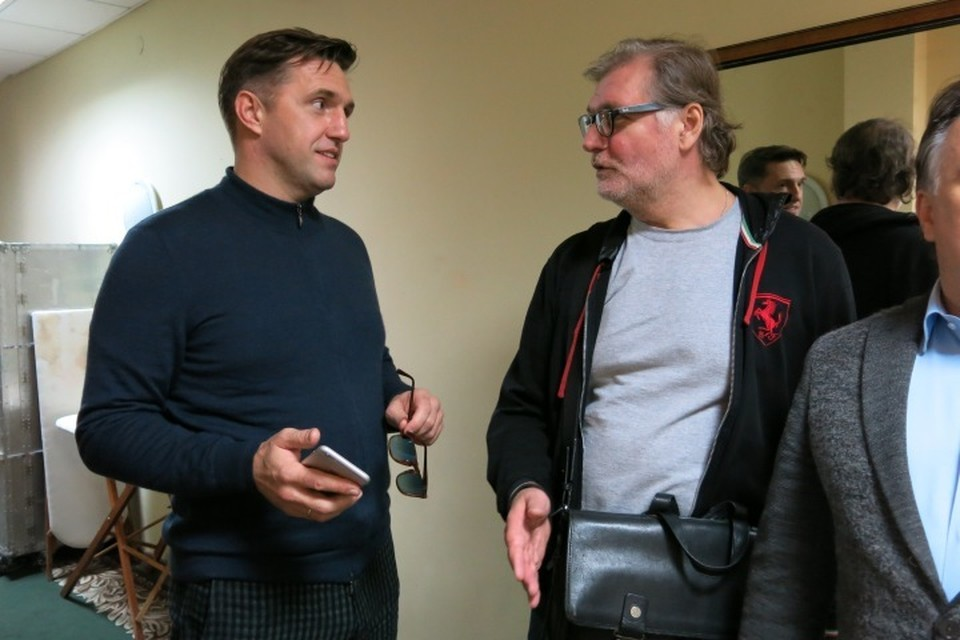 Владимир Вдовиченков (слева) удивлялся, что в Калининграде не снесли Дом советов, а Владимир Симонов рассказал о волнении перед спектаклем.