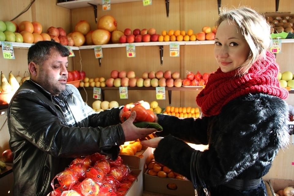 """Эта неделя выдалась более позитивной - стоимость фруктов и овощей прилично снизилась. Фото: Архив """"КП"""""""