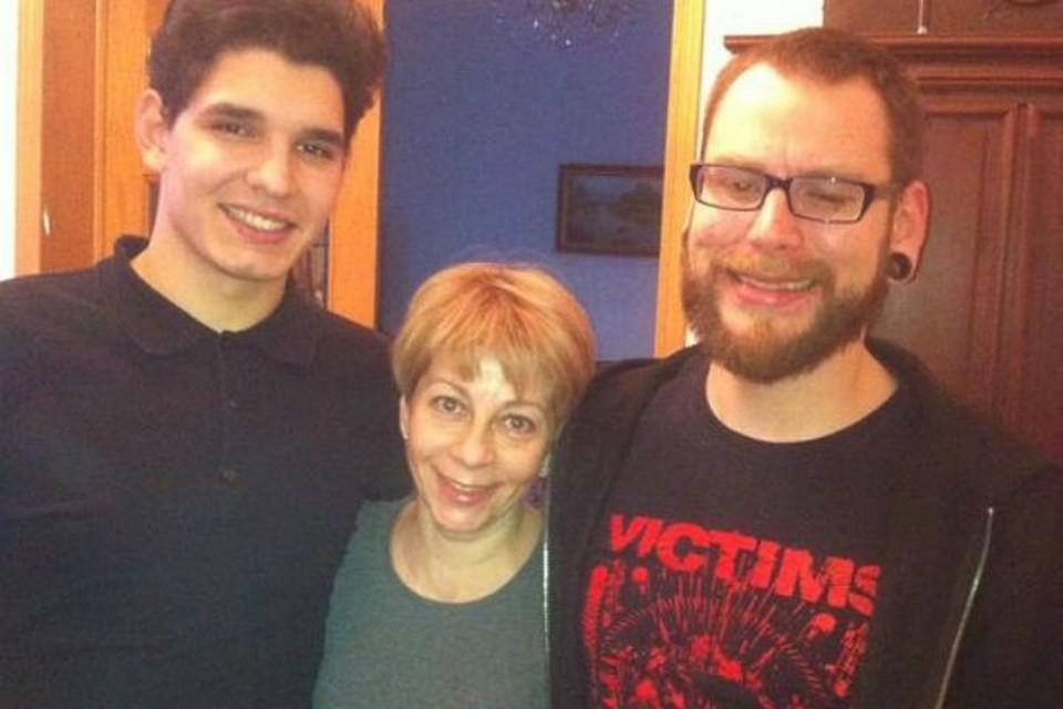 Илью из Саратова (слева) Елизавета Глинка взяла в свою семью восемь лет назад. Фото: соцсети.