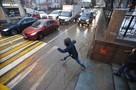 Волгоградских родителей беспокоит игра «Беги или умри»: школьники на спор бросаются под машины