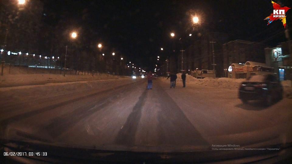 Пьяную нашли на улице онлайн видео фото 394-775