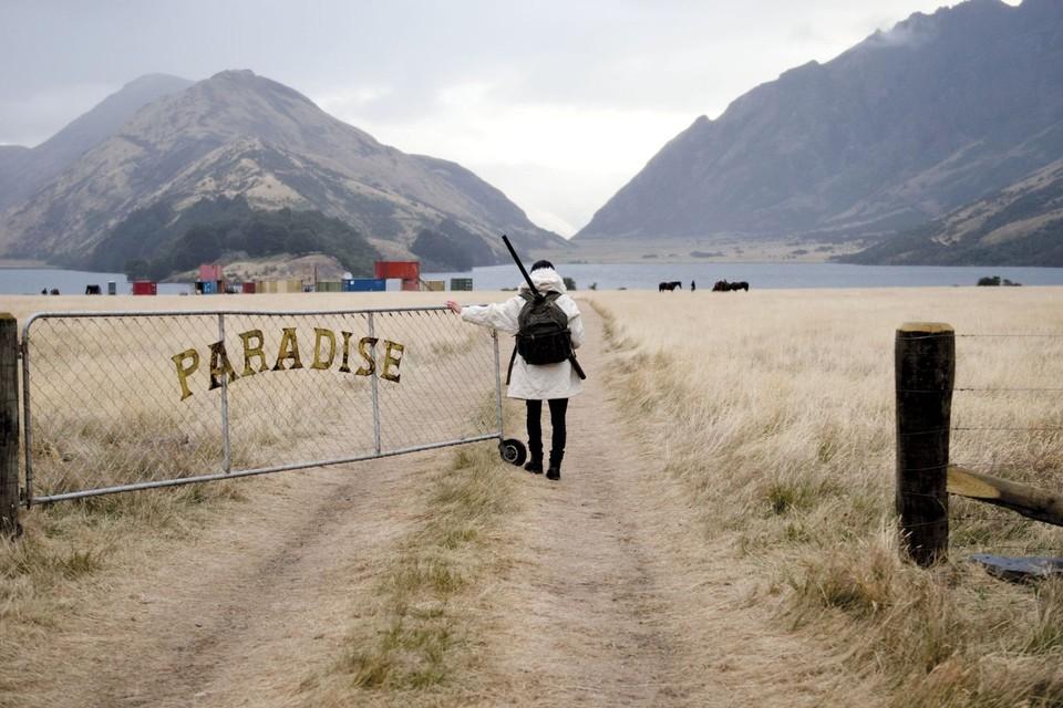 В сериале «Вершина озера» внешне райский городок оказывается напичкан злом разного калибра.