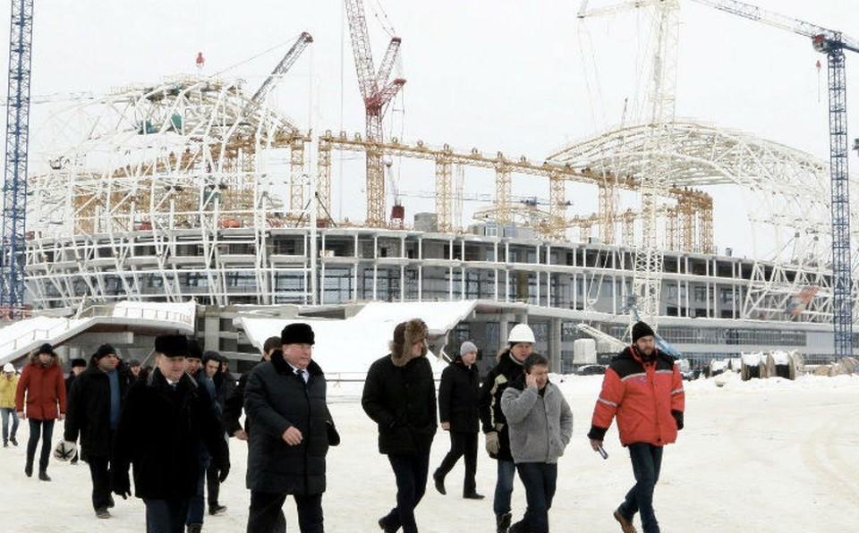 Владимир Волков еще раз напомнил строителям о соблюдении сроков.