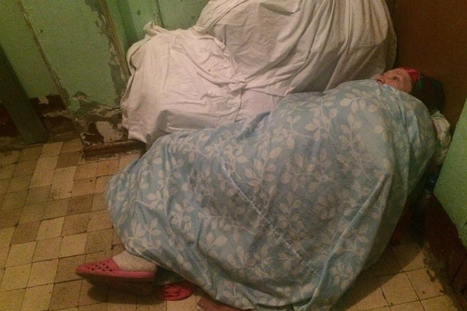Зашел к соседке а она спит и фото 248-904