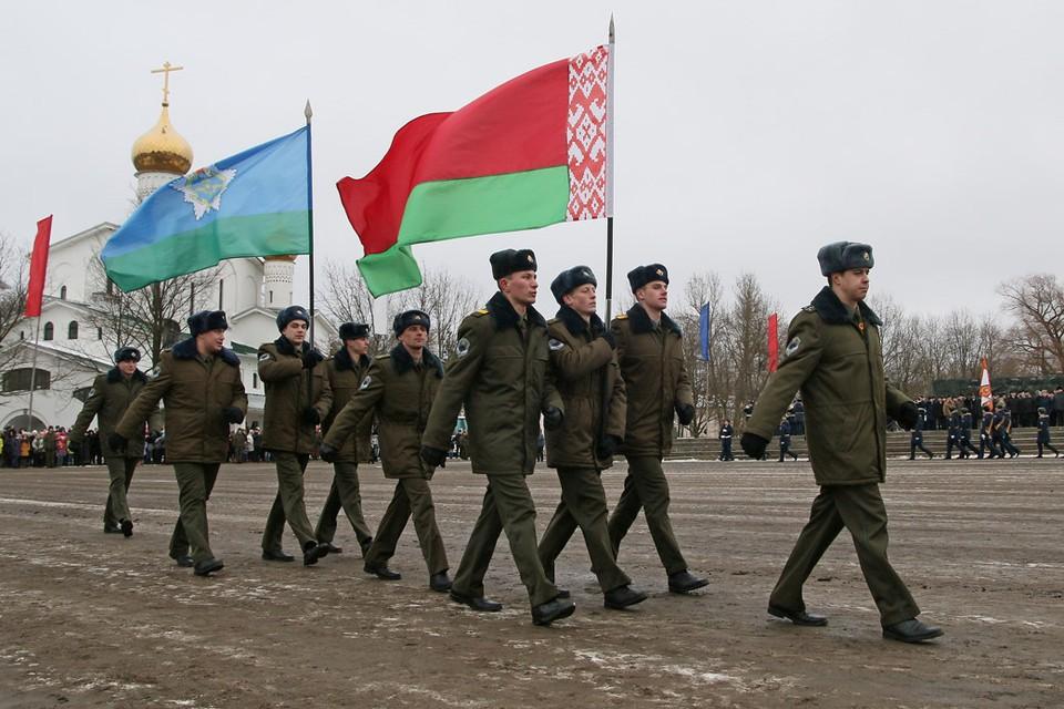 В параде участвовали белорусские десантники.