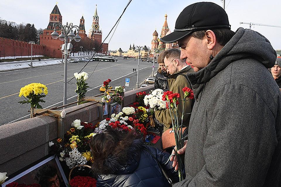 Марш памяти Бориса Немцова завершился у места его убийства.