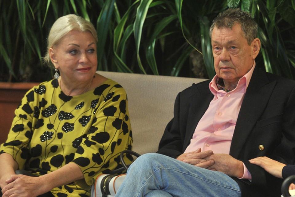 Николай Караченцов с супругой Людмилой Поргиной уже вернулись на свою подмосковную дачу