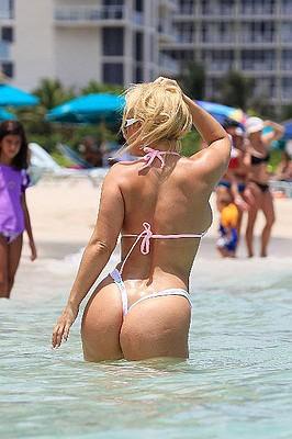 Красивая попа на пляже коко
