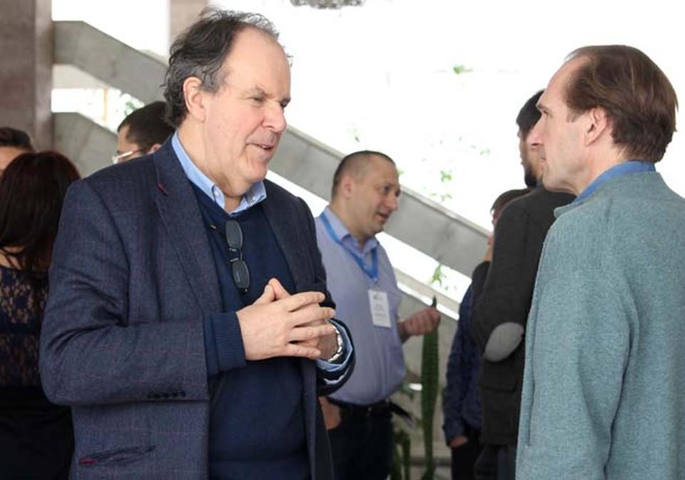 Джон Ллойд и Рэйф Файнс в неформальной обстановке  горячо обсуждали Шекспира как политика