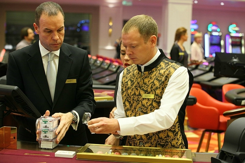 Открытие казино в приморье 2015 ножовка уровень лазерный гвоздодёр металлический угольник рулетка молоток
