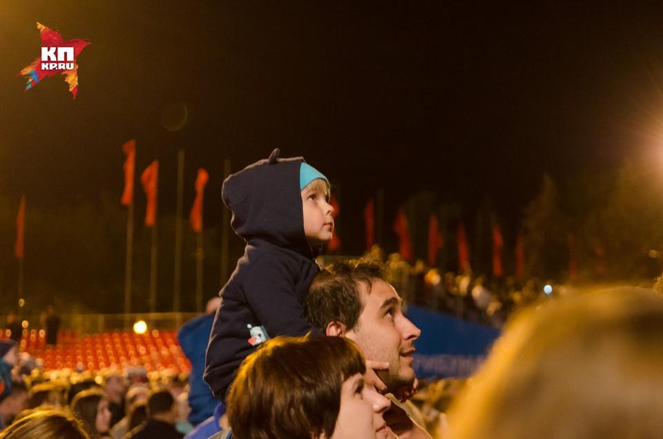 В Самаре 9 мая 2017 года прогремел Салют Победы на площади Куйбышева
