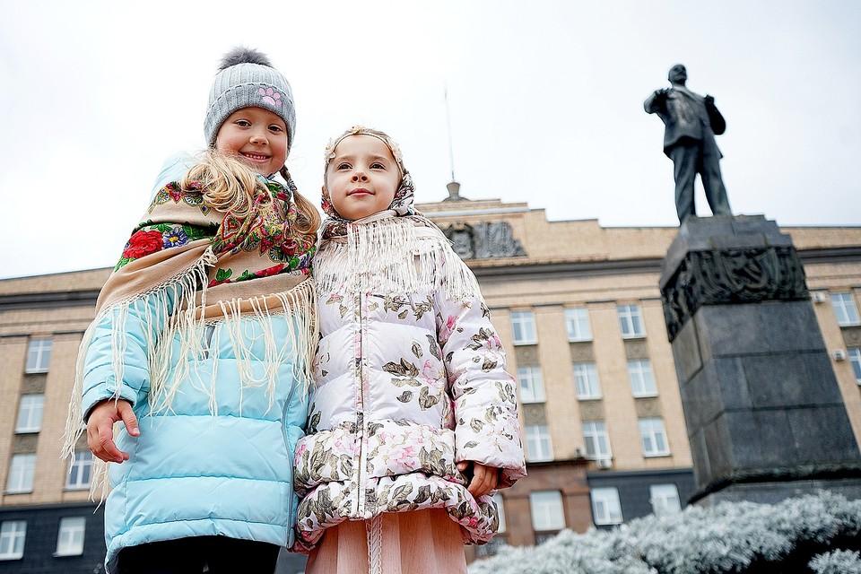 Сотни орловцев и гостей региона стали участниками всероссийского «Хоровода Единства»