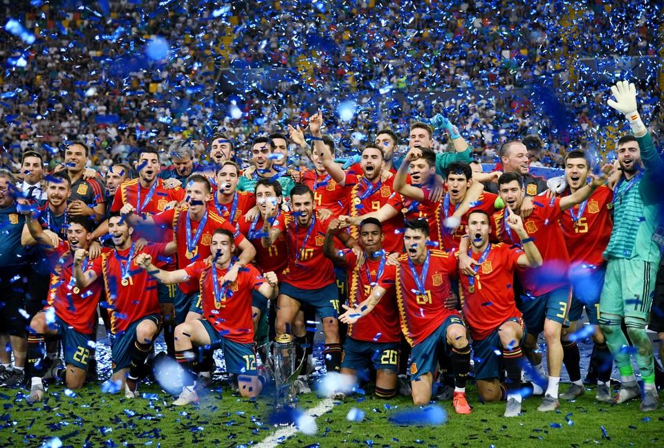 Игроки сборной Испании стали триумфаторами молодежного чемпионата  Европы по футболу.