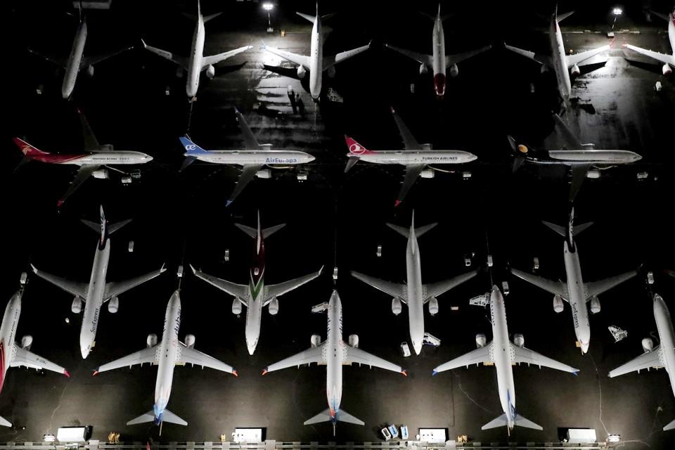 Поставки самолетов компании Boeing во втором квартале 2019 года сократились в два раза, при этом не было продано ни одной модели 737 MAX, полеты которой запрещены. Невостребованные самолеты стоят на аэродроме Boeing в Сиэтле