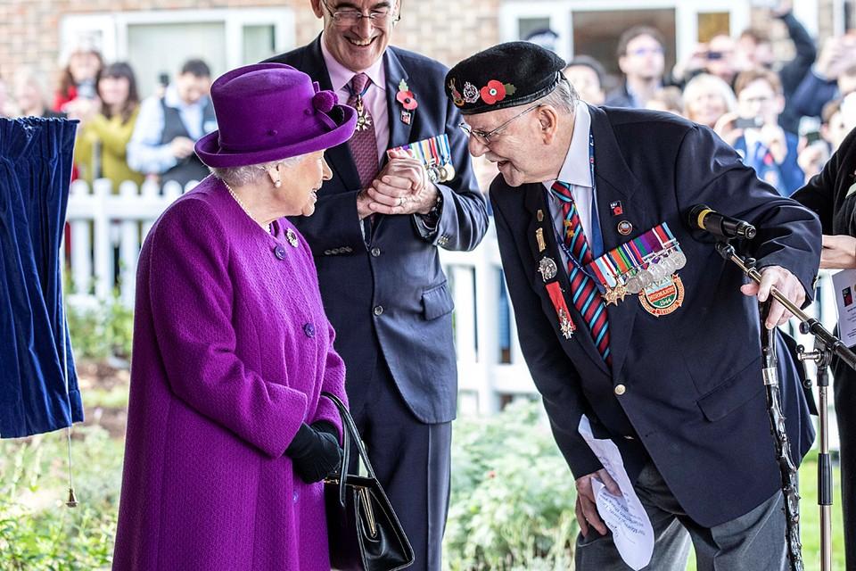 Королева Великобритании Елизавета II посетила Королевскую деревню Британского легиона в Эйлсфорде