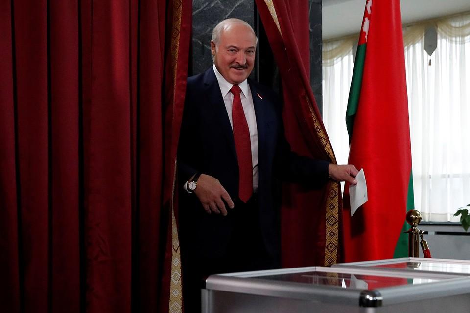 В Белоруссии прошли досрочные выборы в белорусский парламент. Они должны были пройти в следующем году, однако президент страны Александр Лукашенко объявил, что выборы проведут осенью