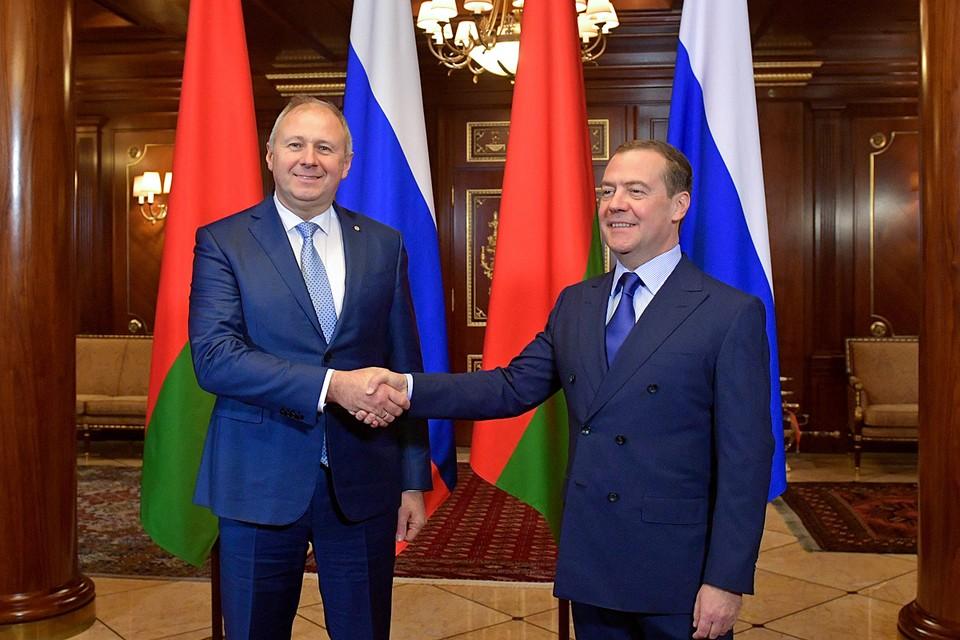 Премьер-министр России Дмитрий Медведев и его белорусский коллега Сергей Румас провели переговоры в подмосковных Горках
